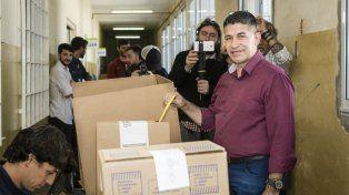 El pastor Eduardo Trasante votó en la escuela San Pedro Julián Eymard, de Oroño al 3400.