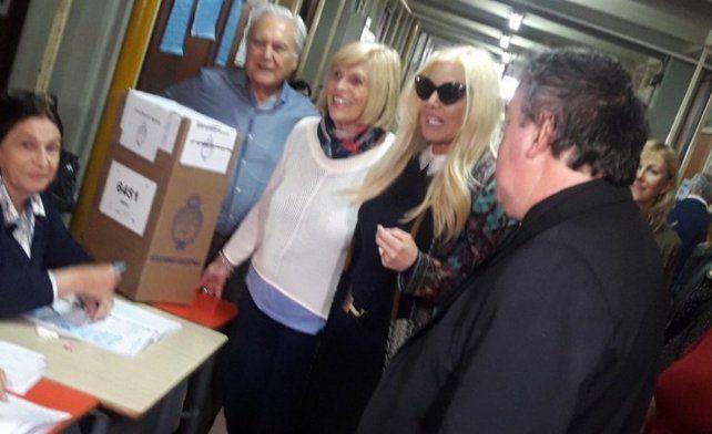 Susana fue interceptada por la prensa cuando se dirigía a votar.