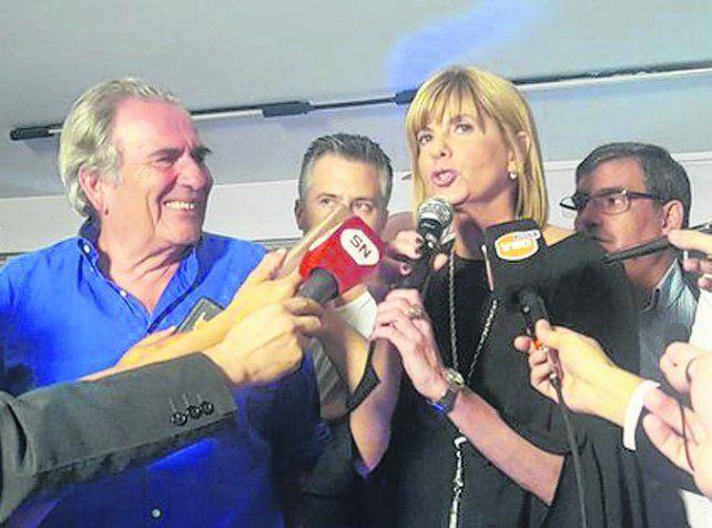 La diputada nacional electa siguió los resultados en la ciudad de Santa Fe.