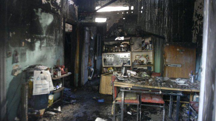 La casa de los hermanos quedó totalmente destruida por el fuego.