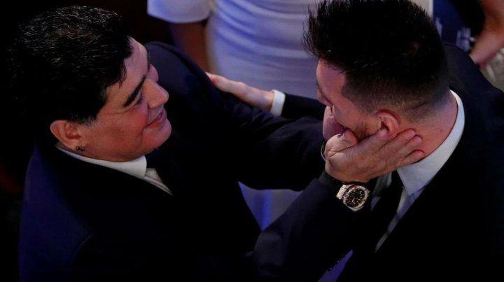 Abrazo de crack. Diego Maradona y Lionel Messi