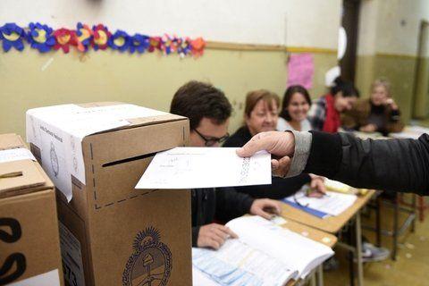 Para abajo. En las elecciones primarias de agosto pasado los votos nulos habían arañado el 10% del total; el domingo cayeron a cerca del 4%.