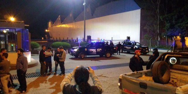 Empleados de Unilever se reunieron frente a la fábrica