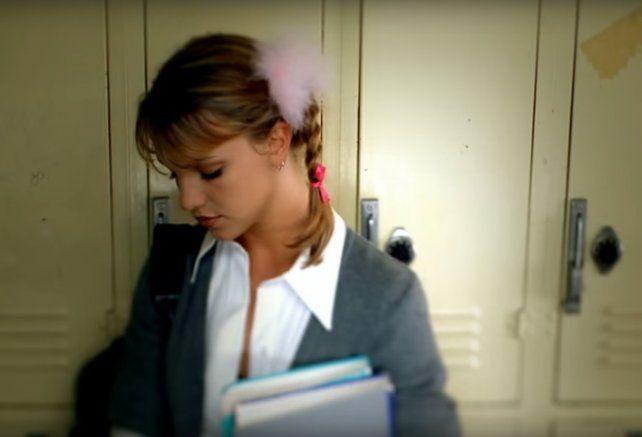 A 20 años de Baby One More Time, Britney Spears otra vez se vistió de colegiala