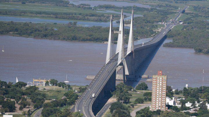 El muchacho desapareció cerca del puente Rosario-Victoria.
