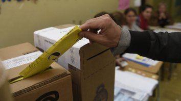a las urnas. Tras conseguir seis escaños, el concejal Carlos Cardozo se mostró cauto, pero aseguró que quieren contar los votos.