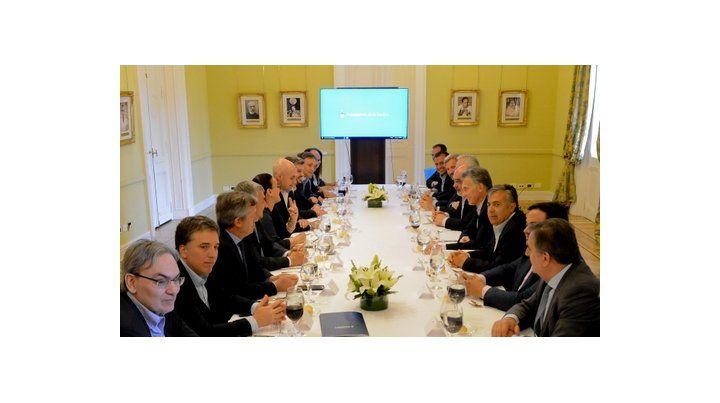 entre amigos. Macri almorzó con referentes del oficialismo y le puso fecha a la convocatoria al diálogo.
