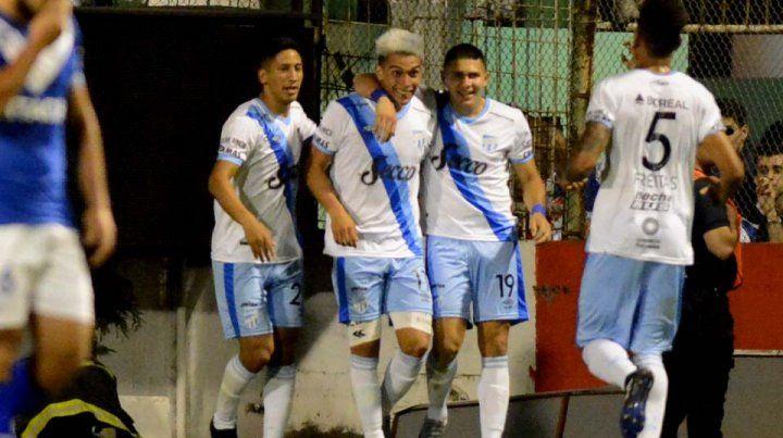 El equipo de Zielinski dejó en el camino a Vélez con un gol de Fabio Álvarez.