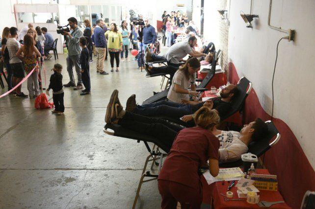 Exitosa campaña de donantes de sangre en la Gurruchaga para los abuelos del Pami