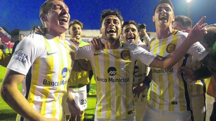 La buena. Los jugadores se fueron felices de Alta Córdoba tras el resonante triunfo contra Godoy Cruz.