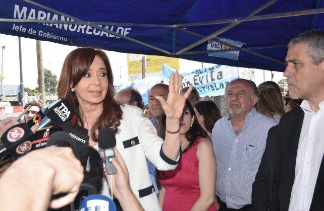 Cristina habló con la prensa ayer luego de presentar un escrito ante el juez Bonadío.