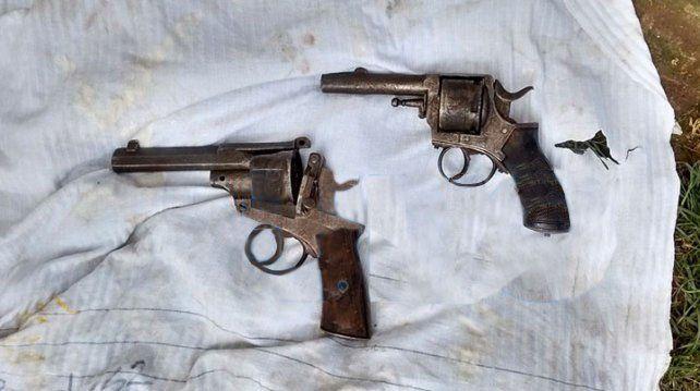 Las armas secuestradas por los policías.