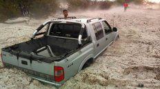 el sur de cordoba fue azotado por una impresionante tormenta de granizo que tapo autos