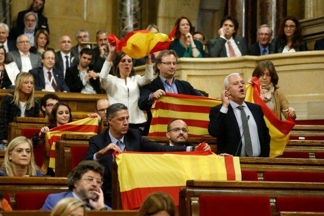 El Parlamento aprobó la independencia de Cataluña y se encamina a ser república