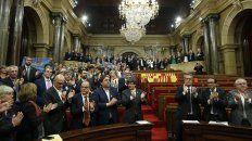 el parlamento aprobo la independencia de cataluna y se encamina a ser republica