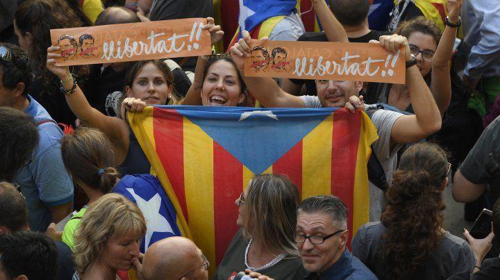 Cataluña declaró la independencia y España aprobó la intervención