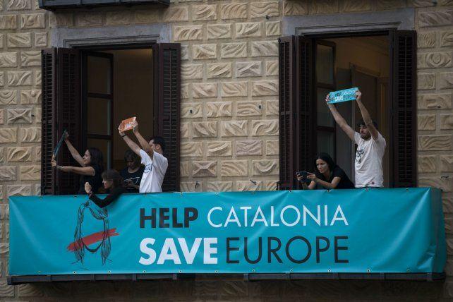 ¿Desobediencia civil? La comunidad catalana podría no acatar las disposiciones emanadas por Madrid.