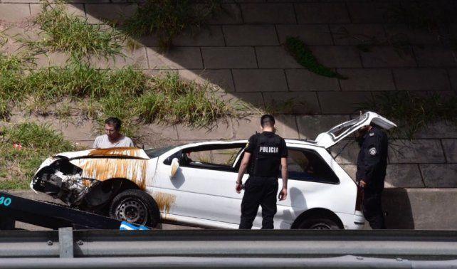 El VW Gol volcó a la altura del puente de Circunvalación.