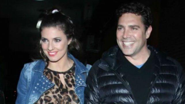 Matías Alé y Tamara Bello, muy enamorados durante el recital de Los Nocheros
