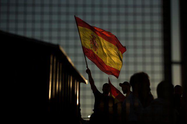 Una bandera española flamea en el estadio de Girona.