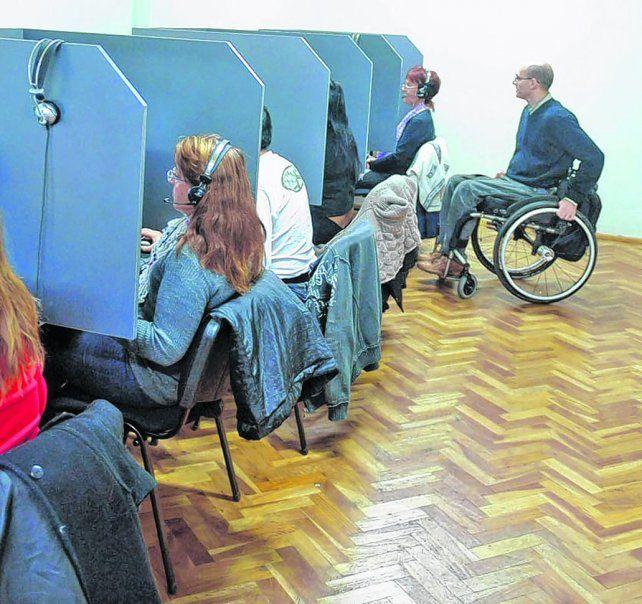en acción. Los trabajadores con discapacidad se desempeñan en los más variados rubros laborales.