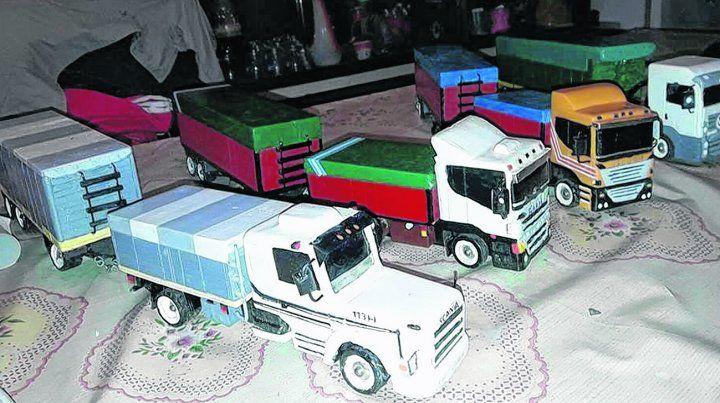 Medio de ingresos y hobbie. Los camioncitos de madera que realiza le cambiaron la vida a Coria. El primero lo hizo para su primer nieto.