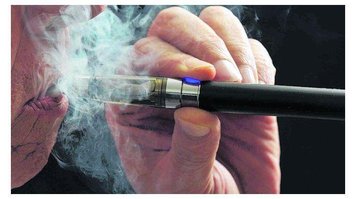fumando espero. Especialistas defienden el cigarrillo electrónico.