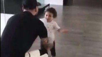 el tierno video de mateo que corre a los brazos de su papa messi