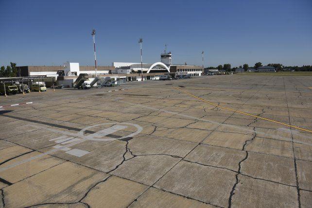 Sin vuelos de Aerolíneas Argentina y Austral mañana en el aeropuerto de Fisherton