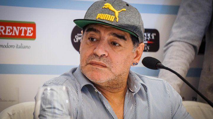 Maradona volvió a arremeter contra el Chiqui Tapia y a Jorge Sampaoli