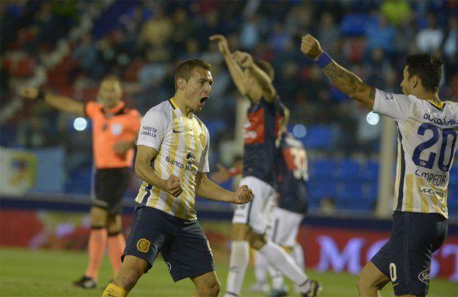 Ingreso goleador. Ruben entró por Herrera y convirtió el gol del empate canalla.