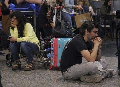 varados en aeroparque. Miles de pasajeros quedaron ayer en el Aeroparque Metropolitano sin viajar.