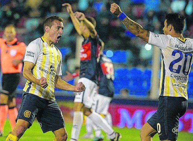 Gritalo. Marco Ruben celebra con Fernando Zampedri. El goleador se sacó la mufa.