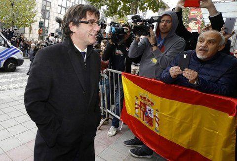 Enfrentado. Puigdemont dijo desde Bruselas que no volverá a España mientras no existan garantías jurídicas.