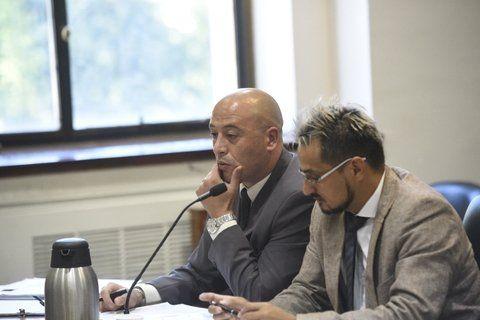 penado. El comisario Urquiza (a la izquierda) y su abogado