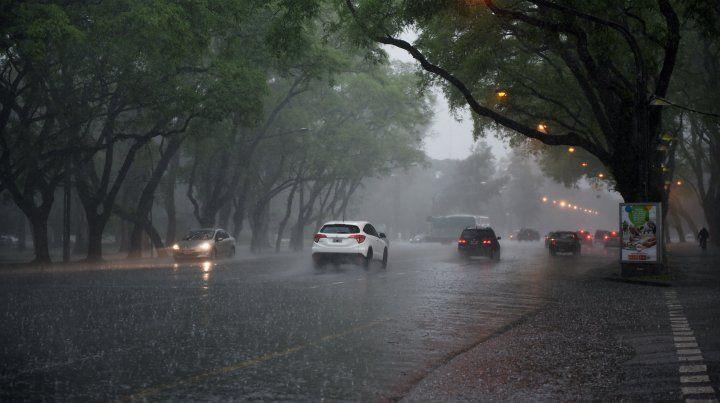 Rige para el sur de Santa Fe un alerta por fuertes tormentas durante la mañana