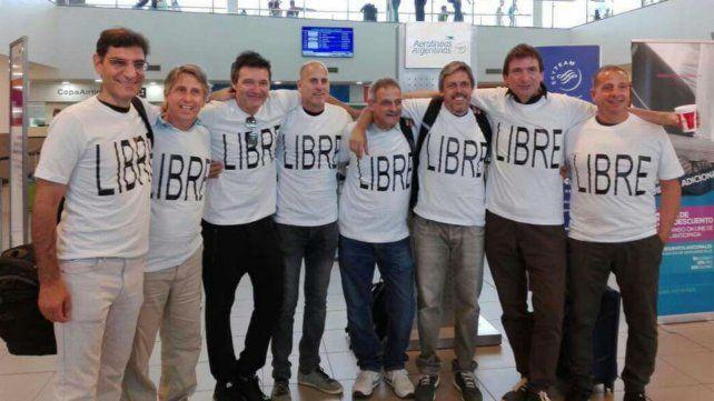 El grupo de exalumnos del Poli partieron de viaje para celebrar los 30 años de egresados.