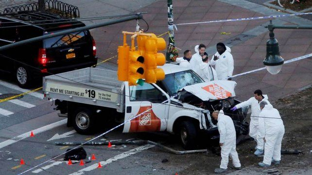 Una nota y dos camionetas, las claves de la investigación del ataque terrorista