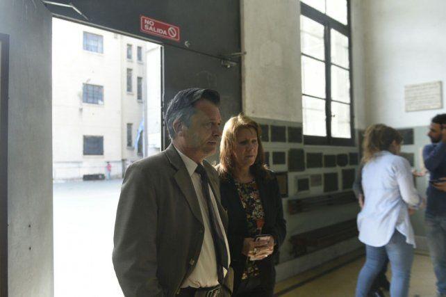 Alicia Oliva y uno de los docentes