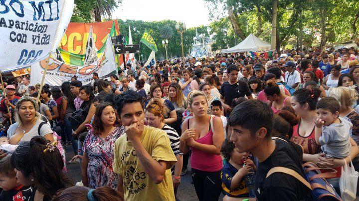 Reclamo. Cientos de rosarinos se reunieron para pedir justicia por Santiago Maldonado.