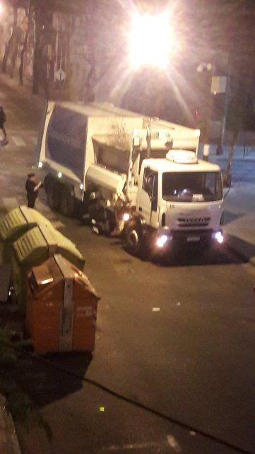 Primera imágenes del siniestro ocurrido esta madrugada en Maipú y 9 de Julio.