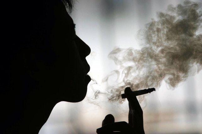 Una empresa da seis días extras de vacaciones a aquellos trabajadores que no fuman