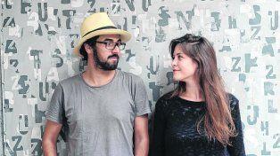 Socios en el amor y los proyectos creativos. João Varella y Cecilia Arbolave viven en San Pablo y desarrollan su sensibilidad a través de los textos que producen.