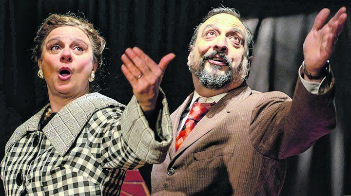 otra epoca. Irene Almus junto a Gabriel Virtuoso recrean el radioteatro argentino en el premiado melodrama.