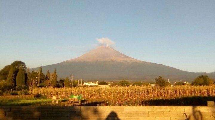 El volcán Popocatépetl incrementó su actividad y lanzó material incandescente en México
