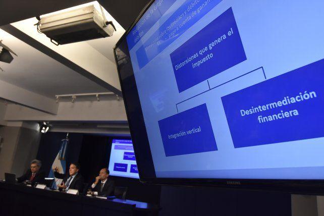 Varios intendentes del país dieron el aval a las reformas planteadas por el ministro Dujovne.