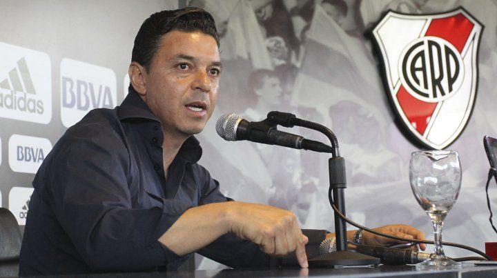 Gallardo le quitó dramatismo al fútbol recordando una dolorosa experiencia personal