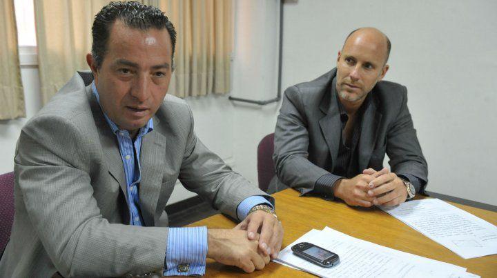 Defensores. Carlos Varela y Adrián Martínez