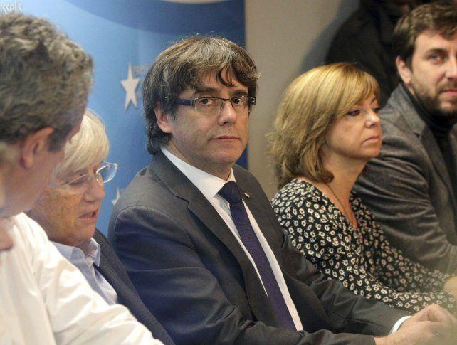 Puigdemont y sus ex ministros prófugos durante su conferencia de prensa en Bruselas.