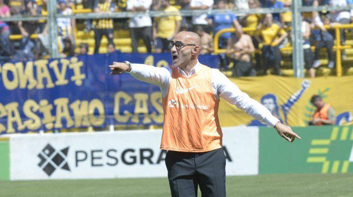 El entrenador de Central busca que su equipo logre despegar en el torneo local